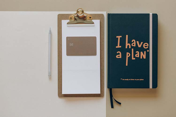 Image of a clipboard and a notebook